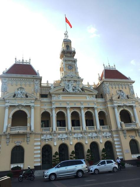 ホーチミン市人民委員会庁舎 ©アジアしあわせ特急