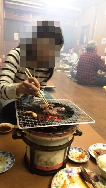 焼肉 新楽井(あらい) 煙 七輪 ©アジアしあわせ特急
