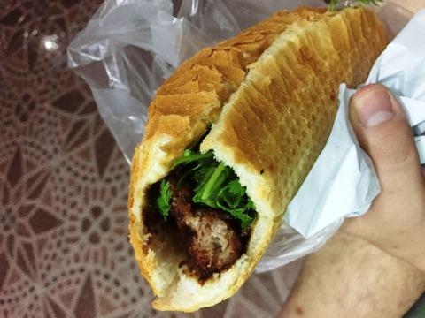 肉団子 バインミー ホーチミン ©アジアしあわせ特急