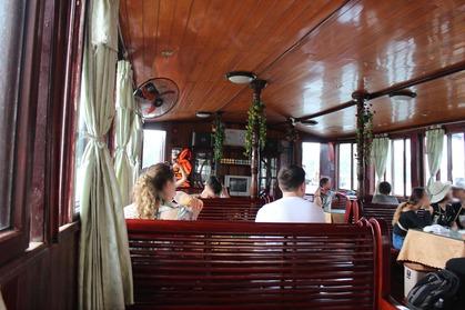 ハロン湾 クルーズ 船内