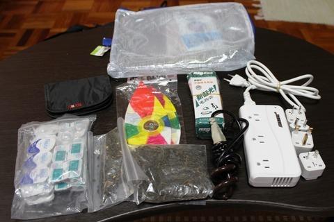 海外旅行 旅の準備 荷物 持ち物 バックパック 一人旅 変圧器