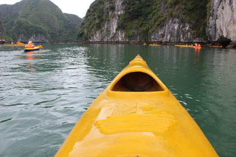 ベトナム ハロン湾クルーズ カヌー ©アジアしあわせ特急