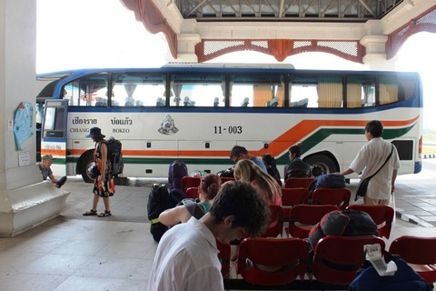 チェンコーン イミグレ バス