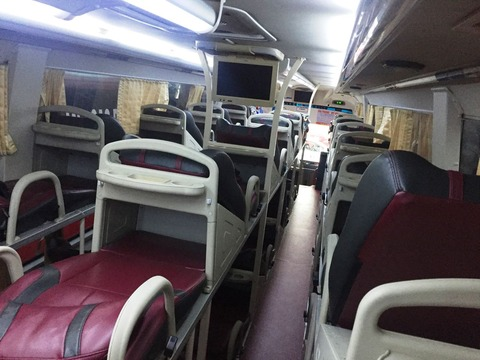 ドーソン サパ バス ©アジアしあわせ特急