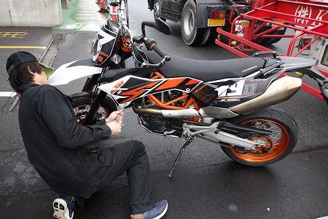 自転車の 自転車レース 事故 車 : シブケン @ Club KTM 690 SMC R:2015 ...