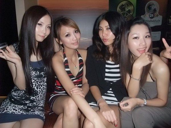 人気写メSNSにアップされた女子会の一部始終 (32)