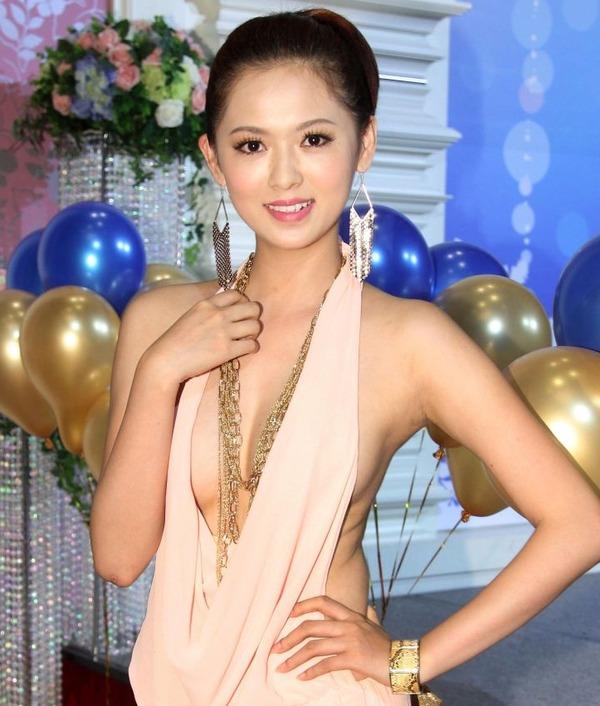 台湾のハミ乳全開な激エロ女優 (11)