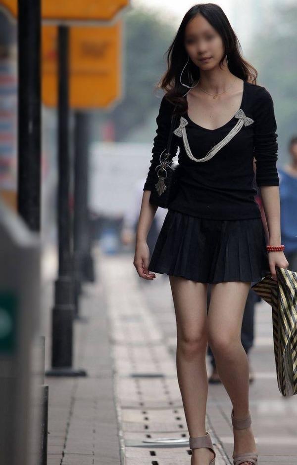 街撮りミニスカ&ショートパンツエロ画像 (51)