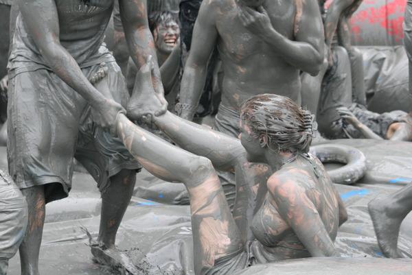韓国のエロ過ぎる泥祭り (10)