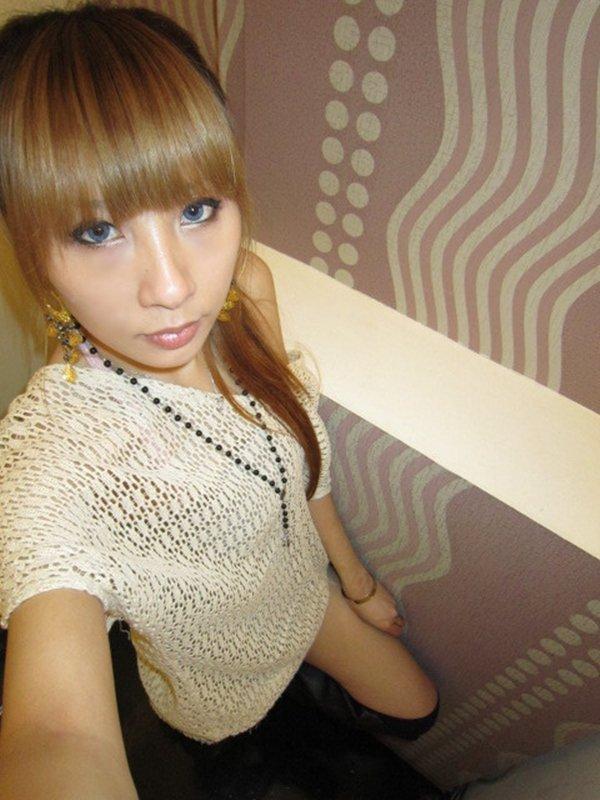アパレル店勤務の女性がお仕事中の姿を自画撮り写メ公開 (14)