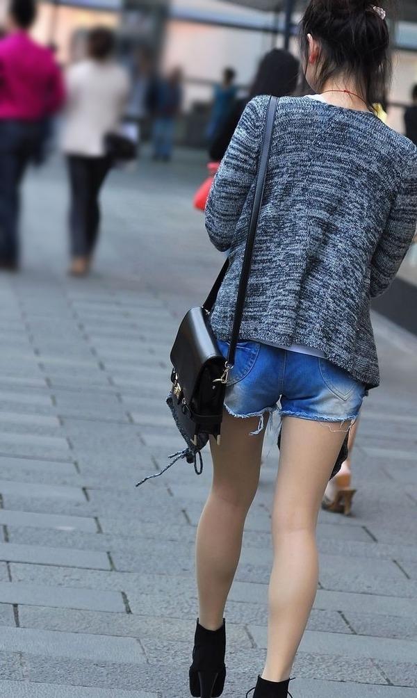 街撮りミニスカ&ショートパンツエロ画像 (16)