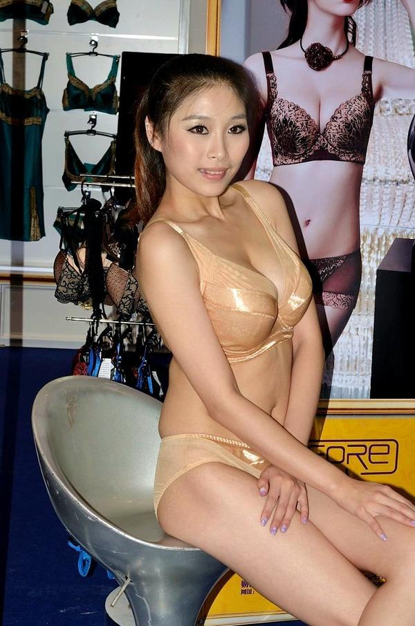 抜ける下着モデルの巨乳エロボディ (20)