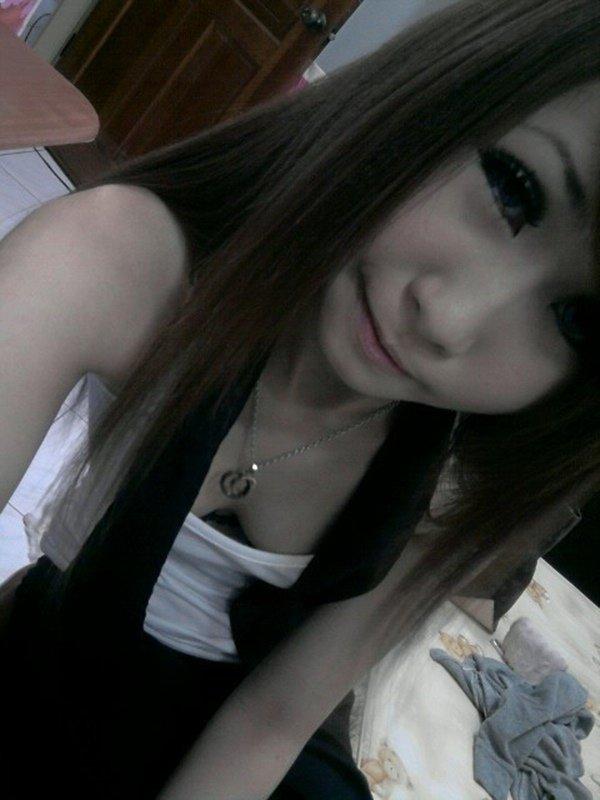 スレンダーな女性の着エロ写メは最高のエロさ (18)