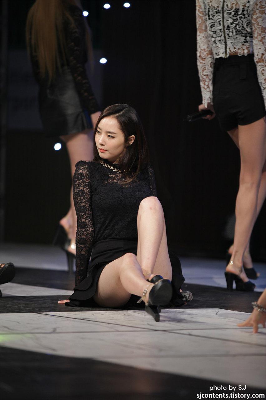 (ヌけるK-POPユニット)ダルシャーベットの生足のぽちゃな太腿と着衣胸的なお乳の膨らみがたまんねぇ☆☆☆☆☆