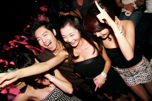 韓国のクラブはエロエロ解放区 (4)
