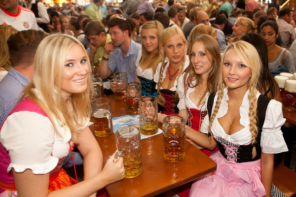 ドイツのビール祭りは巨乳ちゃんを盗撮し放題!! (3)