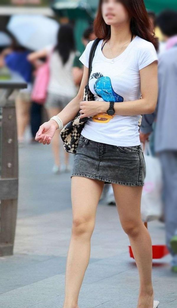 街撮りミニスカ&ショートパンツエロ画像 (13)