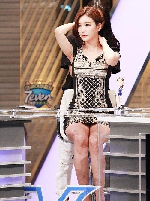 韓国のコン・ソヨンを含む女子アナ美脚パンチラ画像集 (19)