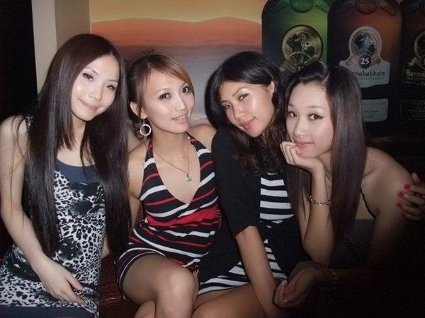 人気写メSNSにアップされた女子会の一部始終 (5)