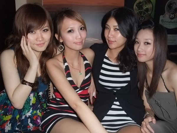 人気写メSNSにアップされた女子会の一部始終 (7)