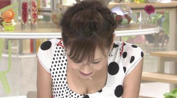 高橋真麻のEカップエロ巨乳が分かる着衣胸画像 (17)