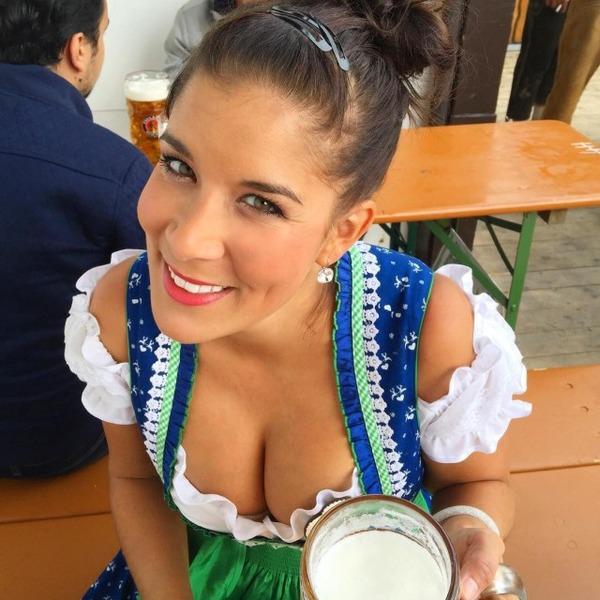 ドイツのビール祭りは巨乳ちゃんを盗撮し放題!! (12)