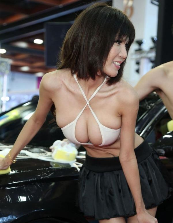 台湾のモーターショーは巨乳洗車イベント (19)