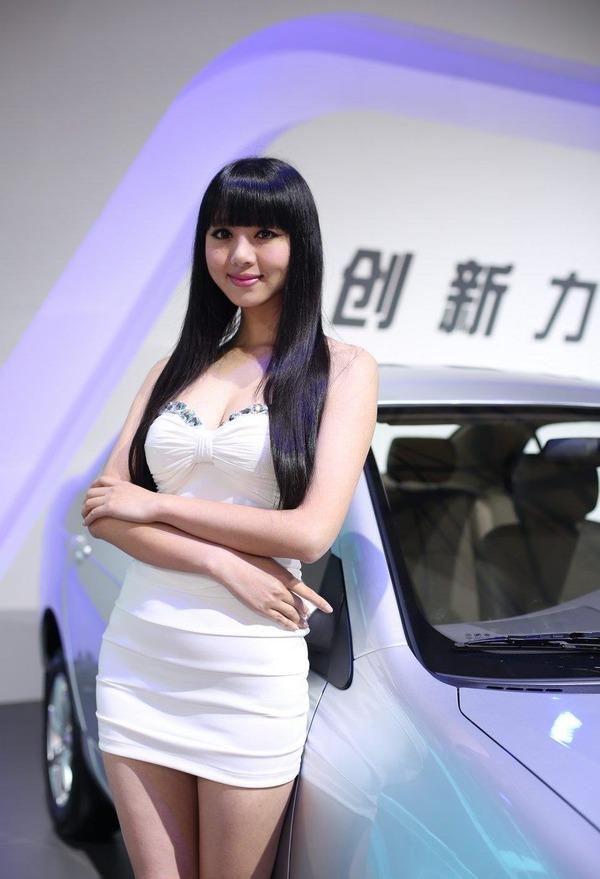 上海モーターショーの巨乳美脚コンパニオン (30)