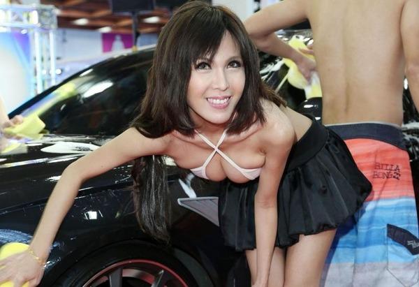 台湾のモーターショーは巨乳洗車イベント (2)