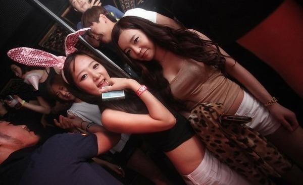 韓国のクラブはエロエロ解放区 (8)