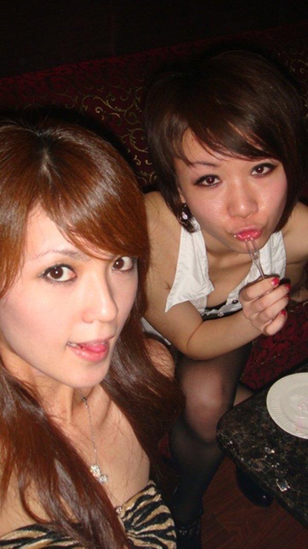 街コン常連組のほろ酔い自画撮り写メ (14)
