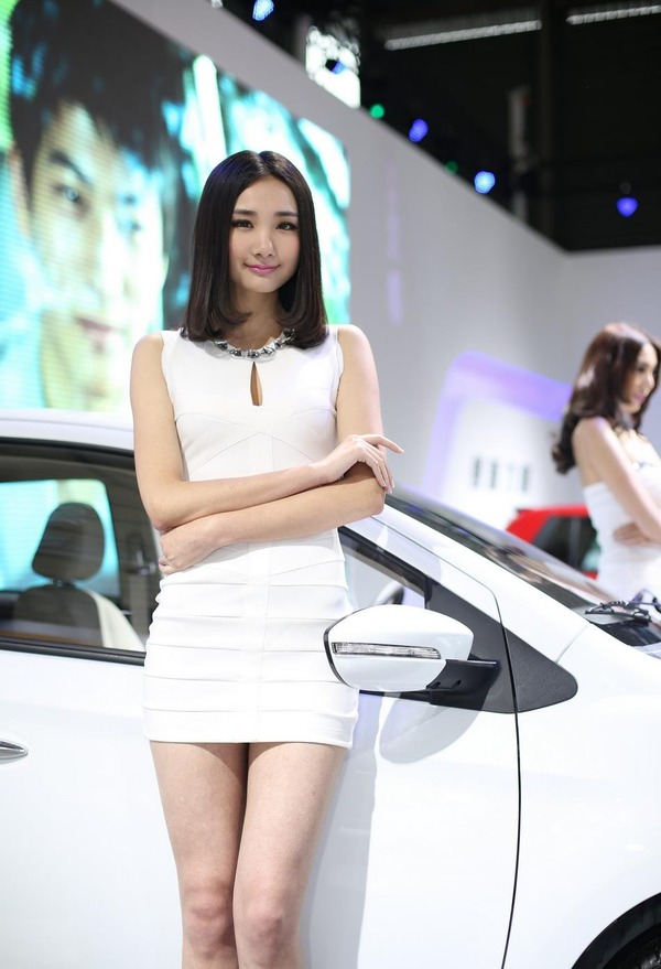 上海モーターショーの巨乳美脚コンパニオン (2)