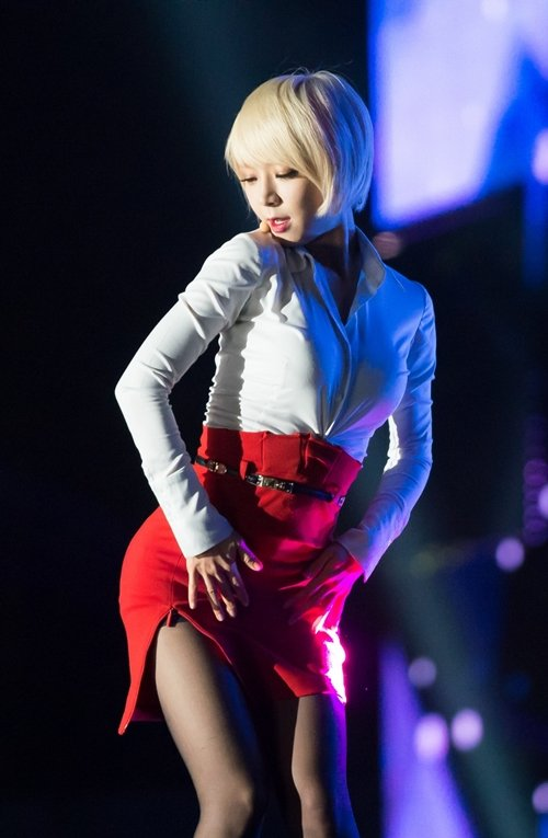 AOAのタイトスカートのスリットエロ画像 (35)