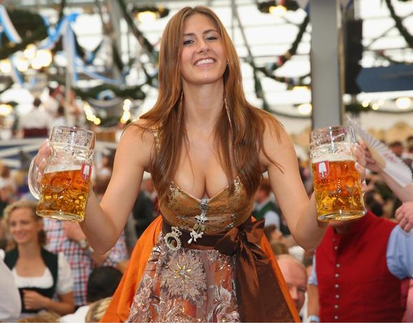 ドイツのビール祭りは巨乳ちゃんを盗撮し放題!! (19)