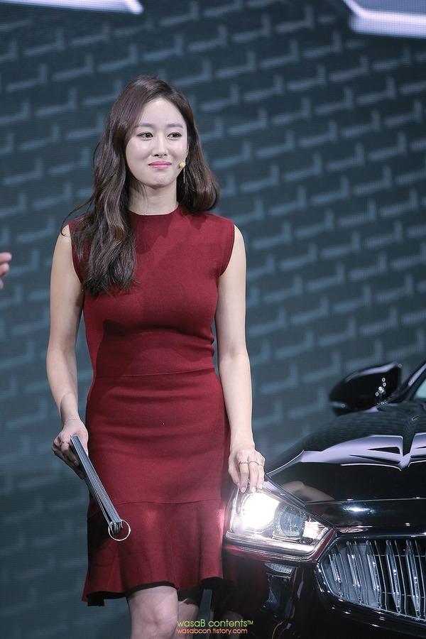 韓国の人気巨乳女子アナウンサー (12)