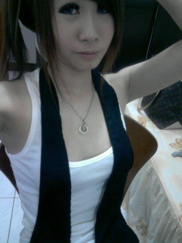 スレンダーな女性の着エロ写メは最高のエロさ (16)