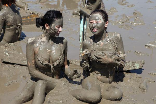 韓国のエロ過ぎる泥祭り (9)