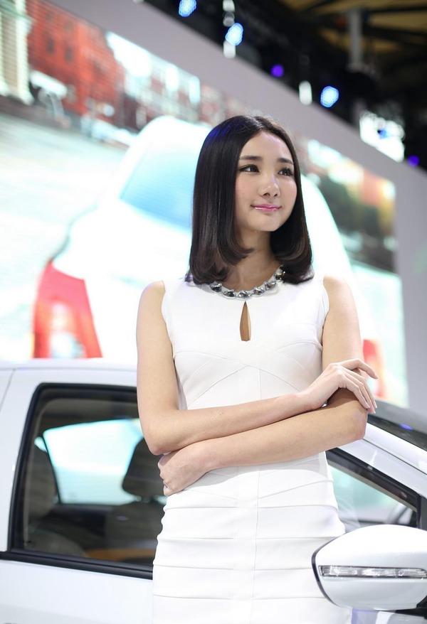 上海モーターショーの巨乳美脚コンパニオン (5)