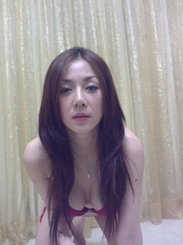 人気ナンバーワン美魔女のセルフタイマー写メ (10)