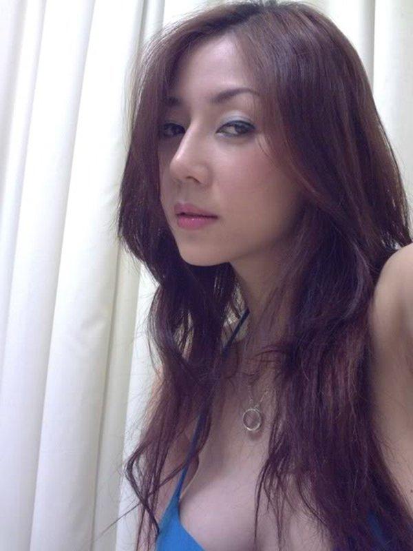 人気ナンバーワン美魔女のセルフタイマー写メ (16)