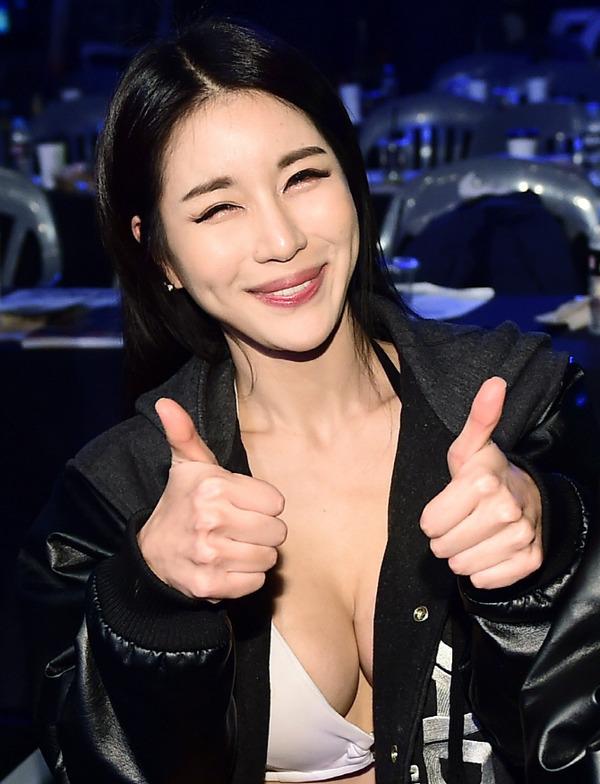 韓国のエロ過ぎるラウンドガール (25)
