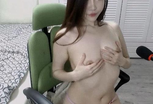 美乳スレンダー女性のオナニー自撮り (24)