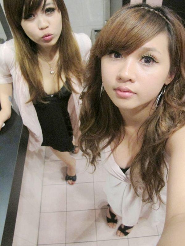 コンパでお出掛け中の写メを公開した女性たち (2)
