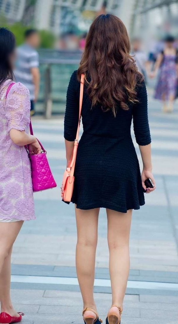 生足がエロエロな美女の街撮り (5)