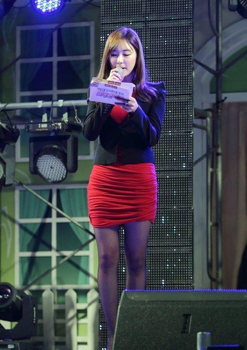 韓国のコン・ソヨンを含む女子アナ美脚パンチラ画像集 (8)