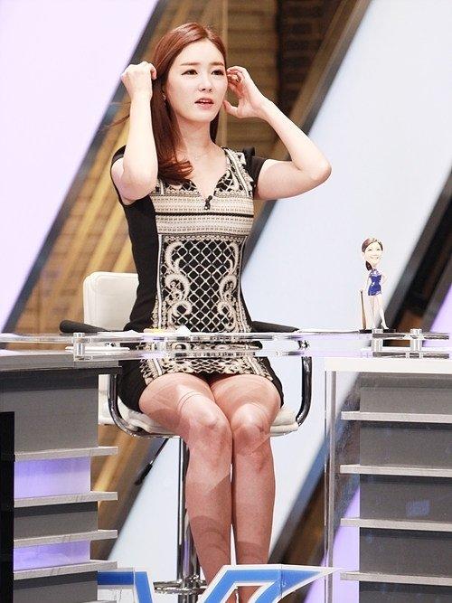 韓国のコン・ソヨンを含む女子アナ美脚パンチラ画像集 (20)