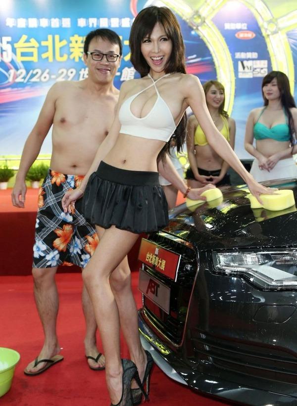 台湾のモーターショーは巨乳洗車イベント (12)