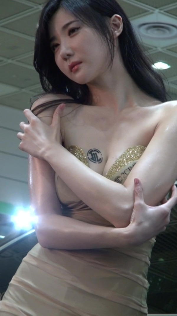 韓国の巨乳コンパニオンのエロ画像集 (32)