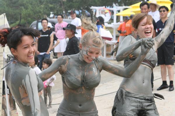 韓国のエロ過ぎる泥祭り (14)