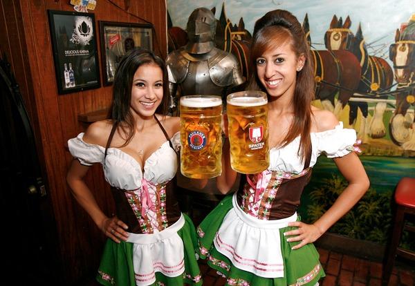 ドイツのビール祭りは巨乳ちゃんを盗撮し放題!! (16)